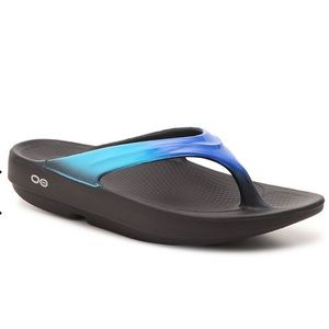 OOFOS Black Blue Ombré Recovery Sandals 8